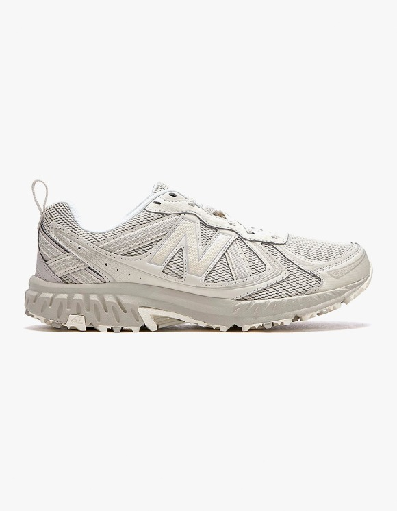 New Balance MT410V5 - Beige | HEIGHTS. | International Store